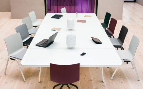 Konferencijų ir kavos stalai